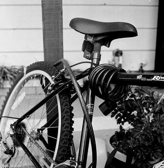 Przedstawiamy najważniejsze porady, które powinny uchronić nas przed kradzieżą roweru.