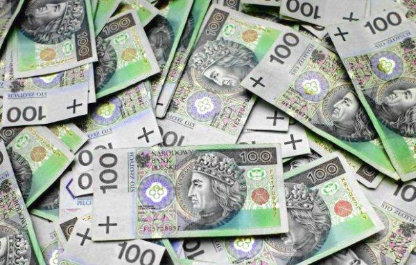 Wyłudzili kredyty na ponad 4 mln zł - 7 osób zatrzymało CBA