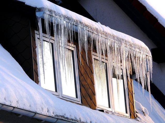 Śnieg na dachach