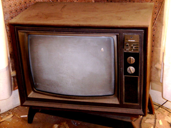 TVP kpi z widzów powtarzając w kółko wszystkie programy. Po co abonament?