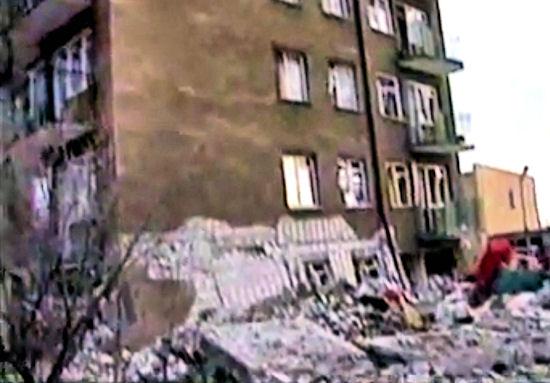 """""""Panowała tam głucha cisza"""". Dziś 18 rocznica wybuchu gazu w wieżowcu przy Wojska Polskiego 39"""
