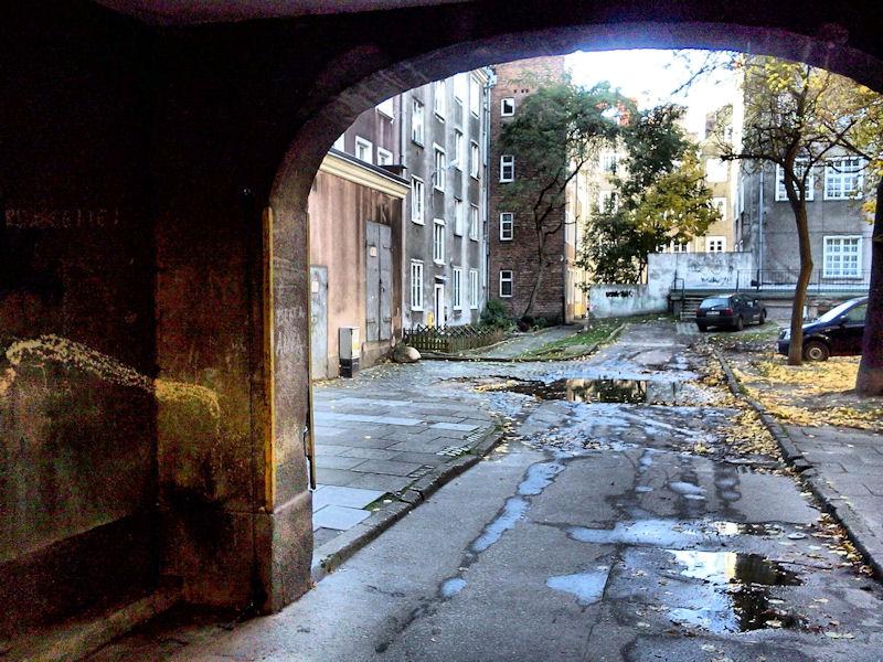Gdańskie podwórka. W samym centrum Gdańska podwórka odstraszają swoim widokiem.