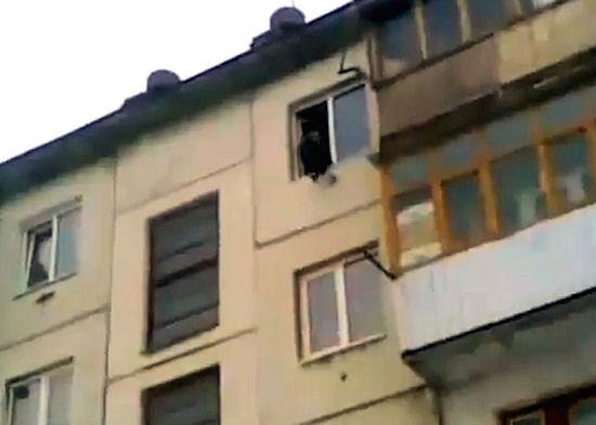Groza! Człowiek spadł z czwartego piętra