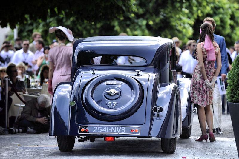 Przedwojenny Aston Martin, Porsche 356, Triumph 2000, Volvo 1800 ES - zabytkowe auta wyruszą na drogi Pomorza