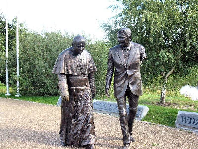 Zdewastowano pomnik Ronalda Reagana