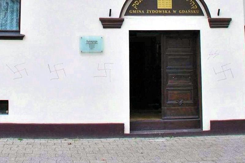 Swastyki na gdańskiej synagodze. Policja zatrzymała podejrzanego
