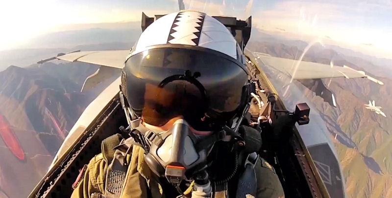 """""""Królewskie Maczugi"""". Zobacz jak latają piloci U.S. Navy"""