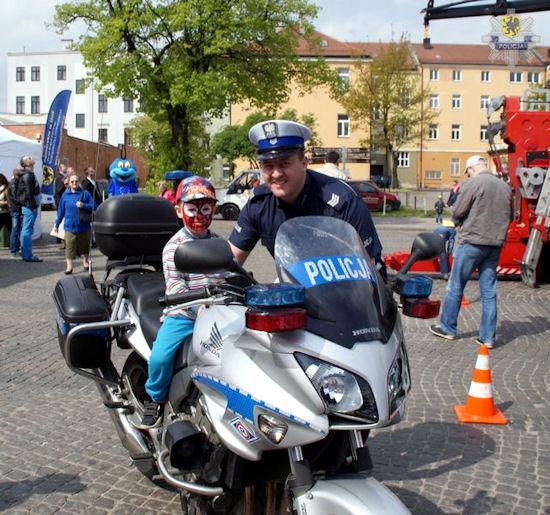 """Pomorscy policjanci podczas obchodów """"10 lat w UE"""""""