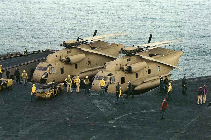 Pozbawione znaków przynależności śmigłowce Sea Stallion użyte w operacji.
