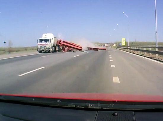 Nagłe niebezpieczeństwa na drodze. Zobacz, co może się stać w trakcie jazdy