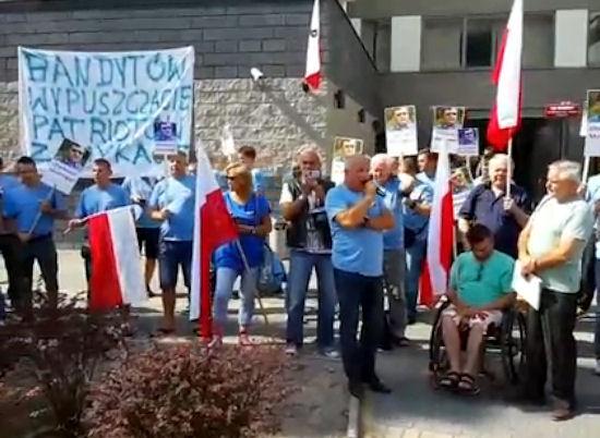 stonoga_protest